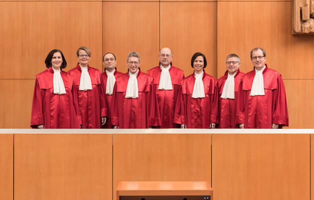Miembros del Tribunal Federal de Alemania que acaba de aprobar el tercer género. / © Bundesverfassungsgericht │ lorenz.fotodesign, Karlsruhe,