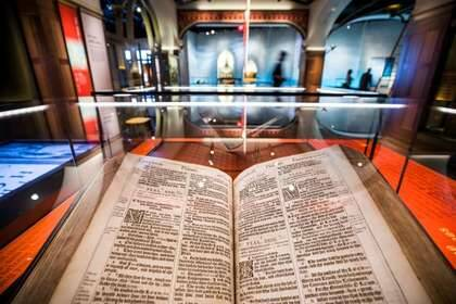 Biblia King James (1617) Museo de la Biblia de Washington / EFE