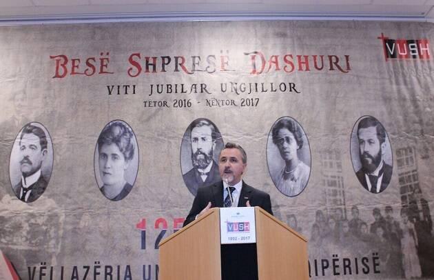 Ylli Doçi, presidente de la Alianza Evangélica Albanesa, explica la influencia de los evangélicos en la historia de su país. ,albania evangelicos