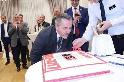 Celebrando los 125 años de la VUSH.