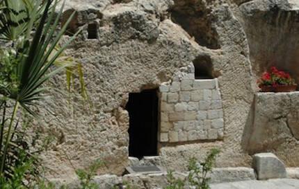 Entrada de la tumba del huerto, al pie del monte de la calavera. / Bibleplaces