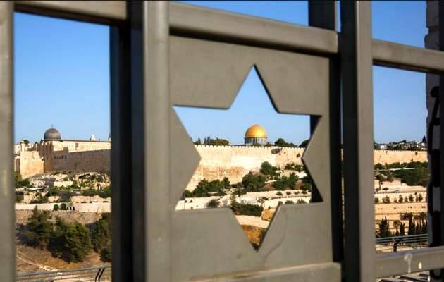 Una celosía israelí enmarca la vista de la ciudad vieja de Jerusalén / AFP,Israel Jerusalén, Ciudad Vieja