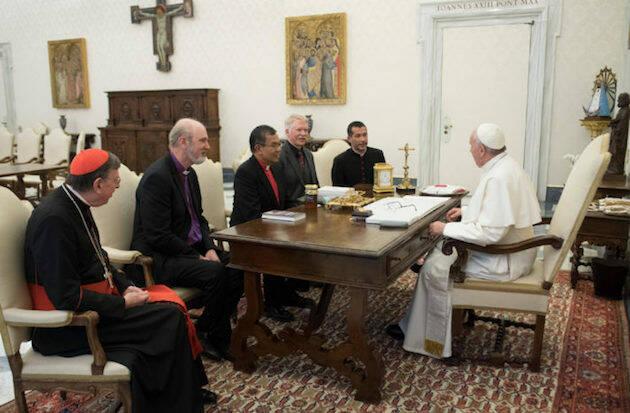 El Papa Francisco recibe a Efraim Tendero, Thomas Schirrmacher de la WEA, y al cardenal para la promoción de la unidad de los cristianos, Kurt Koch. / L'osservatore Romano, Zenit,