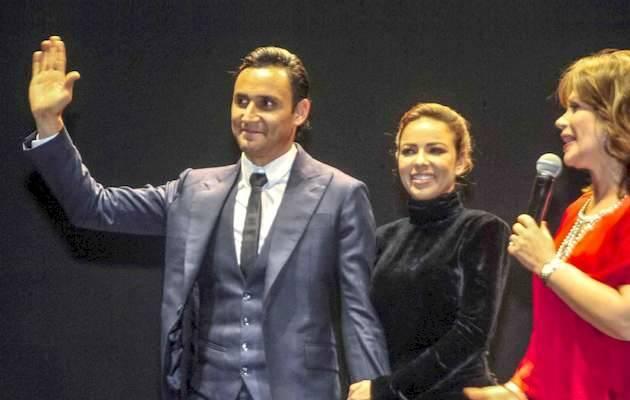 Keylor Navas, su esposa Andrea Salas, y la periodista Glennda Umaña en la presentación de su película biográfica en Costa Rica / EFE, Alexander Otárola,Keylor Navas, Andrea Salas