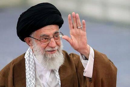 Ali Jamenei, líder supremo de Irán, tras votar en las elecciones de 2017. / Wikipedia