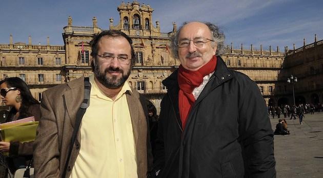 Los poetas Alfredo Pérez Alencart y Antonio Colinas, en Salamanca.,