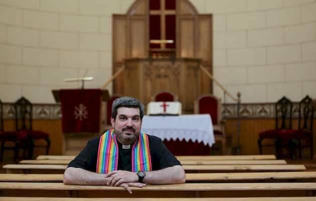 Alejandro Médel (ICM) en la iglesia de Noviciado (IEE) donde predica / Marta Jara,ICM CCM, IEE ICM