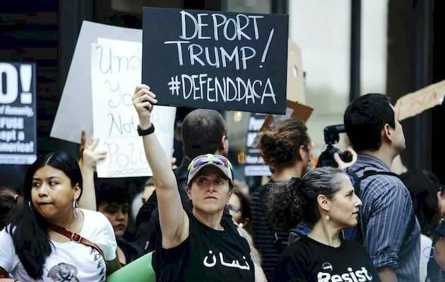 Manifestación ante la Torre Trump tras anunciar el presidente estadounidense la eliminación del plan migratorio / N.Y. Alba Vigaray EFE),DACA inmigrantes