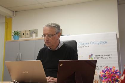 Llenas trabajando en la oficina de la AEE. /J.Soriano