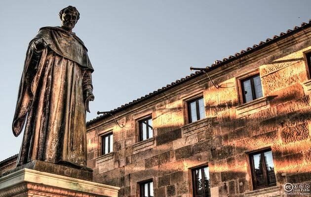 Estatua de Fray Luís de León en Salamanca.,