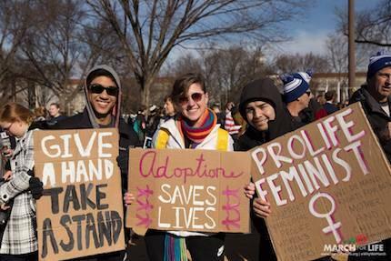 Feminista y pro vida, expresa una de las pancartas. / March For Life