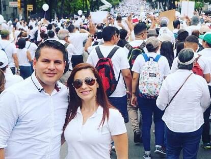 El candidato evangélico Fabricio Alvarado, participando junto a su esposa en una de las marchas por la vida y la familia en Costa Rica. / Facebook F. Alvarado
