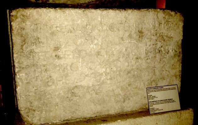 La inscripción de Thanatos, en el museo arqueológico de Estambul. /  Marc Madrigal,