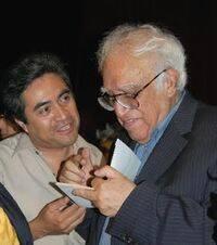 Leopoldo Cervantes Ortiz con Carlos Monsiváis en su homenaje en 2008. /  Carlos Mondragón.