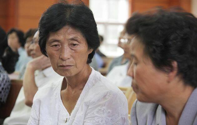 Mujer norcoreana en una iglesia escaparate en Pyongyang. Foto: Puertas Abiertas. ,