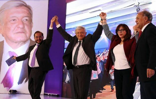 Lopez Obrador y los dirigentes de los partidos que lo postulan.,