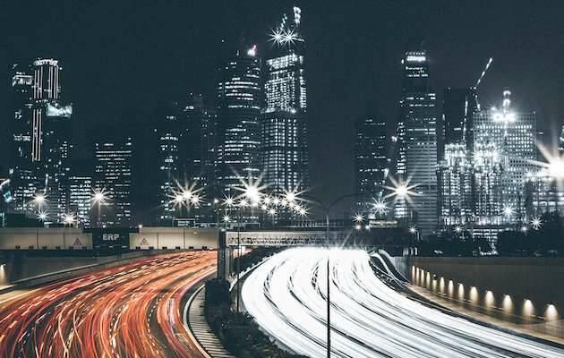 Thaddaeus Lim / Unsplash,ciudad noche, autovía noche
