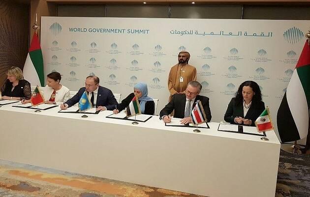 Los representantes de los 6 países firmando el acuerdo. / Prensa Emiratos Árabes Unidos,