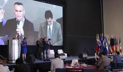 Un momento de oración, durante el Congreso. / Fb Congreso Iberoamericano por la Vida y la Familia