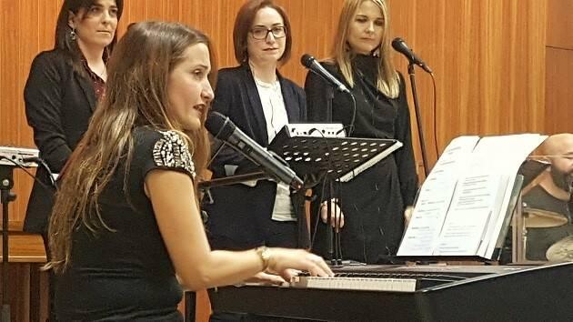 Eva Betoret, durante el concierto. / E. Cardona