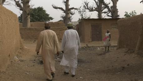 Calle en uno de los poblados que visitó Nataniel* durante su viaje.  / Foto: Puertas Abiertas,