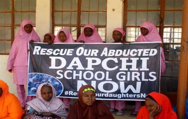 Las compañerasdelas niñas secustradas estuvieron pidiendo su liberación desde el primer día. / Reuters.la,