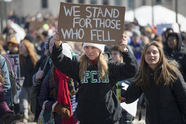 Miles de jóvenes continúan saliendo a las calles para pedir un verdadero cambio en la regulación de armas de fuego en EEUU. /  Fibonacci Blue, Flickr (CC 2.0),