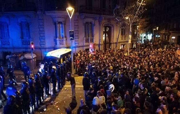 Uno de los instantes durante las concentraciones de este domingo en Barcelona. / Oriol Solé,
