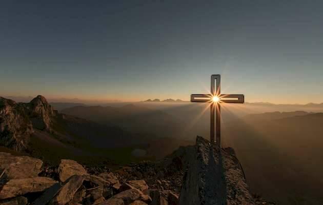 Eberhard Grossgasteiger / Unsplash,cima cruz, sol cruz