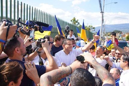 Fabricio Alvarado, en el momento de acudir a la votación. / Javier Bolaños