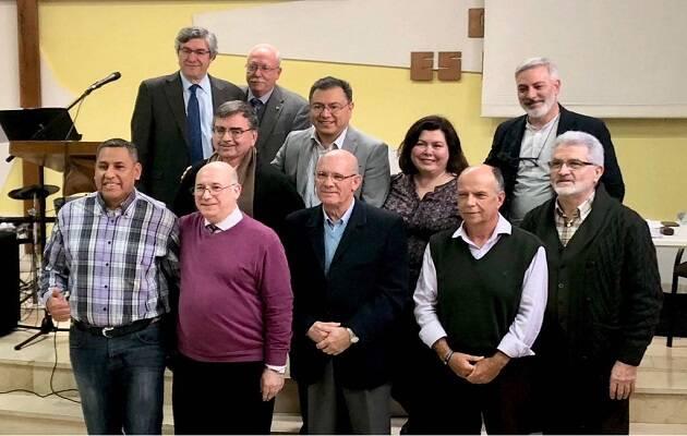 Miembros de la junta del CECVA con representantes de FEREDE. / FEREDE,