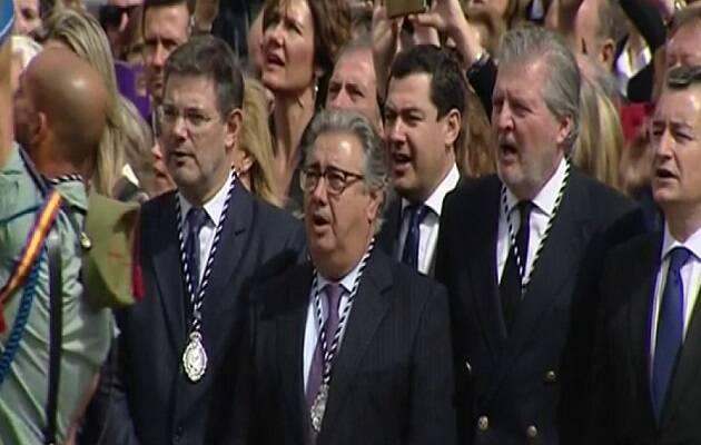 Los ministros de Justicia, Interior y Educación, en la procesión de los legionarios en Málaga. / La Sexta,