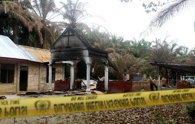 Iglesia incendiada y derribada en la provincia de Aceh, Indonesia. / Puertas Abiertas,