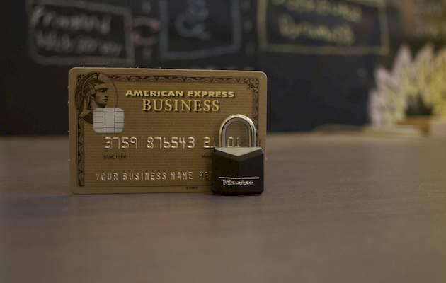 Foto: Ryaan Born / Unsplash,tarjeta, dinero plastico