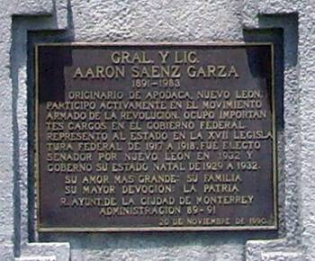 Placa en honor a Sáenz Garza.