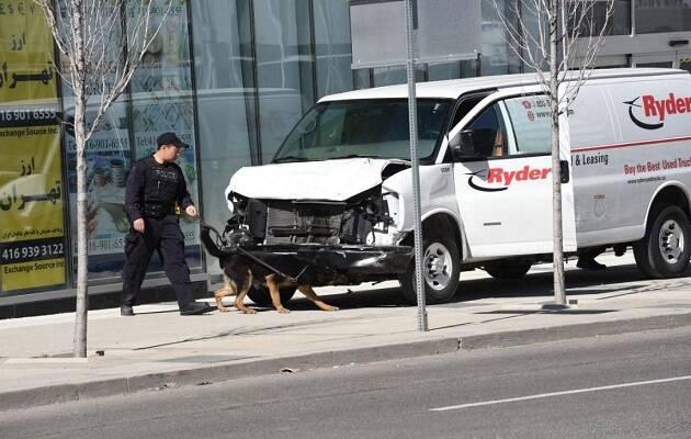 La furgoneta de alquiler con la que se ha cometido el atropello. / Dan Pearce, Metroland,