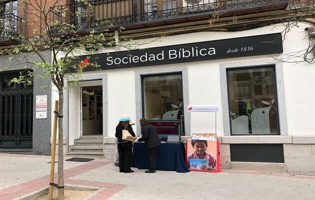 Vista de la fachada de la nueva sede de Sociedad Bíblica de España. / M. Gala,