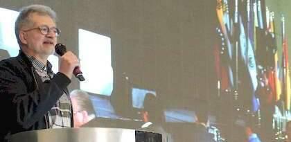 P. Tarquis presentando el proyecto Evangélico Digital en el Congreso en México