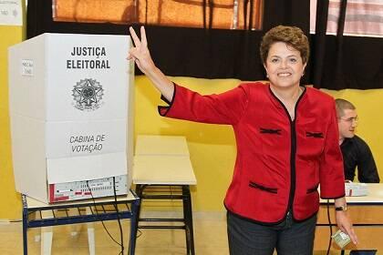 La ex-presidenta Dilma Rousseff votando en Porto Alegre durante las elecciones de 2010, en las que venció. / Rede Brasil Atual