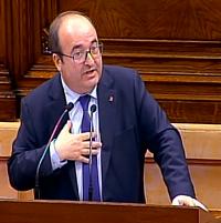 El socialista Miquel Iceta dirigiéndose a Torra. / Canal Parlament