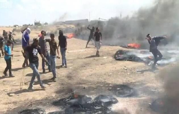Manifestantes palestinos durante los enfrentamientos con las tropas israelíes. /BBC,