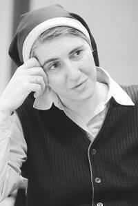 La imagen de Teresa Forcades tuvo una notable presencia mediática durante la presentación de Procés Constituent. /  Web de Teresa Forcades
