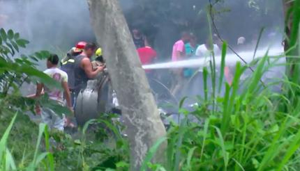 El accidente ha provocado una gran humareda, visible desde distintas partes de la ciudad. / Captura Youtube CubaTV