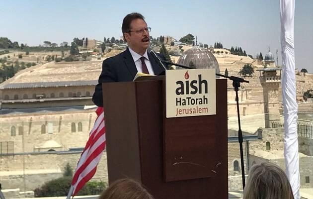 Mario Bramnick druante un viaje reciente a Israel. ,