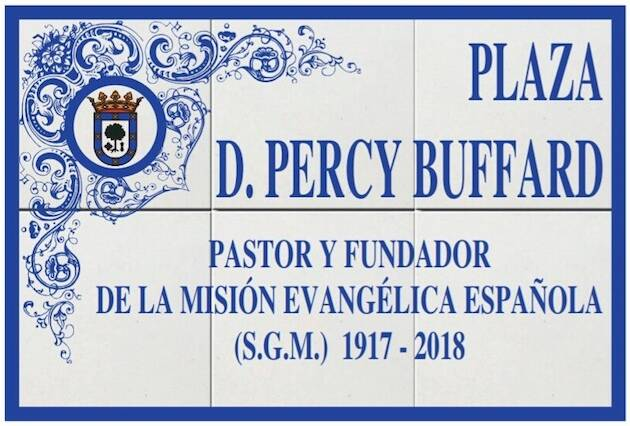 La placa en honor a Percy Buffard.,