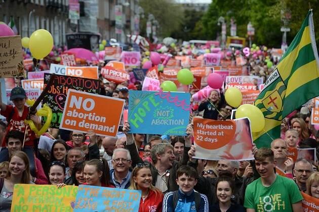 Manifestación provida en Dublin. / Fb Love Both Project,