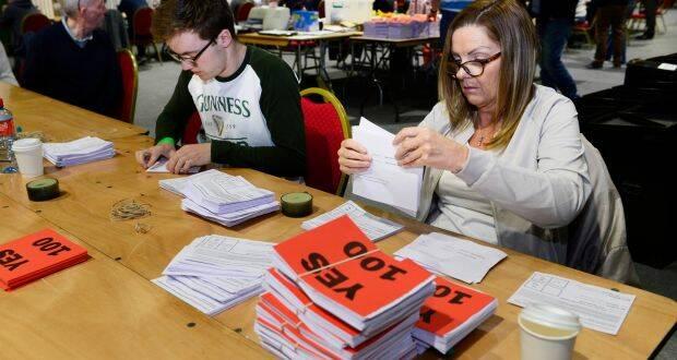 Recuento de votos en Irlanda. / Irish Times.,