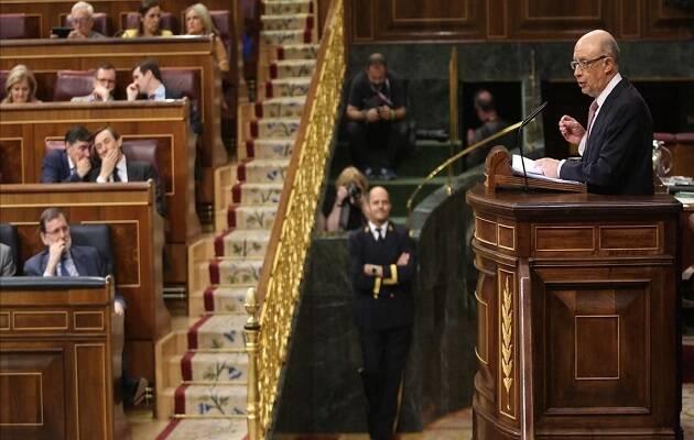 El ya ex-ministro de Hacienda, Cristóbal Montoro, presentando los presupuestos en el Congreso este mayo. / Juan Manuel Prats,