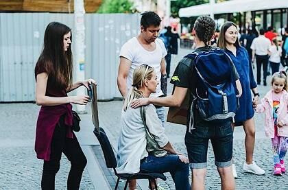 Compartiendo el evangelio en las calles, en actividades evangelísticas previas. / Steiger Union
