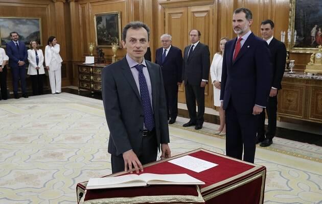 El astronauta Pedro Duque en la toma de posesión de su cargo como ministro de Ciencia, Innovación y Universidades. / casareal.es,